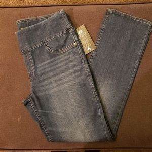 Rock & Republic Fever Pull-On Straight Jeans